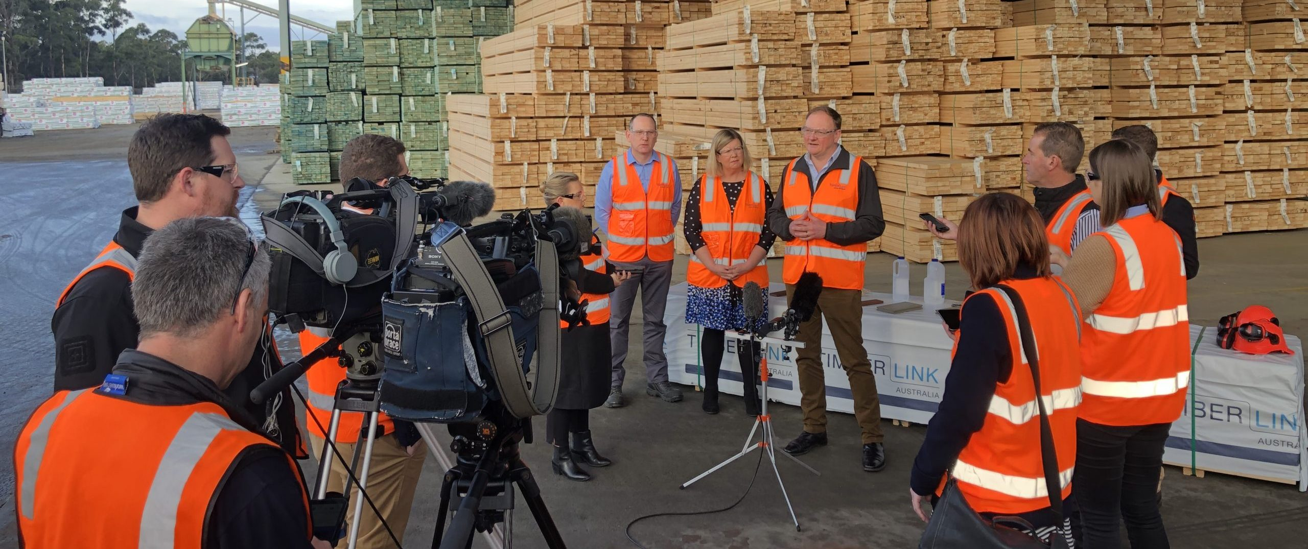 Announcement being made that Timberlink will build Tasmania's first Bio Composite plant in Tasmania